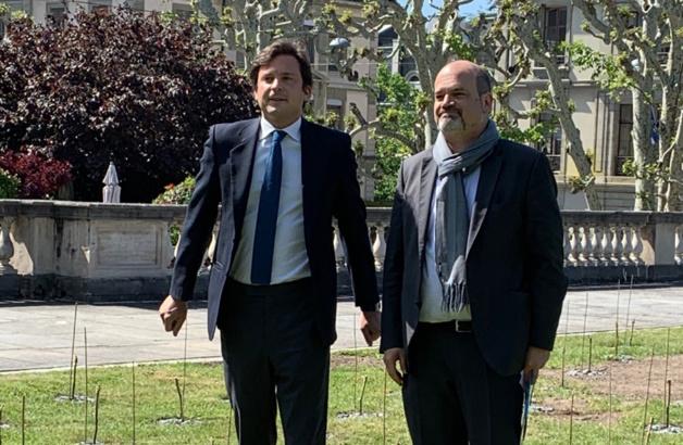A gauche le conseiller administratif Guillaume Barazzone, à droite, Samy Kanaan, maire de Genève.