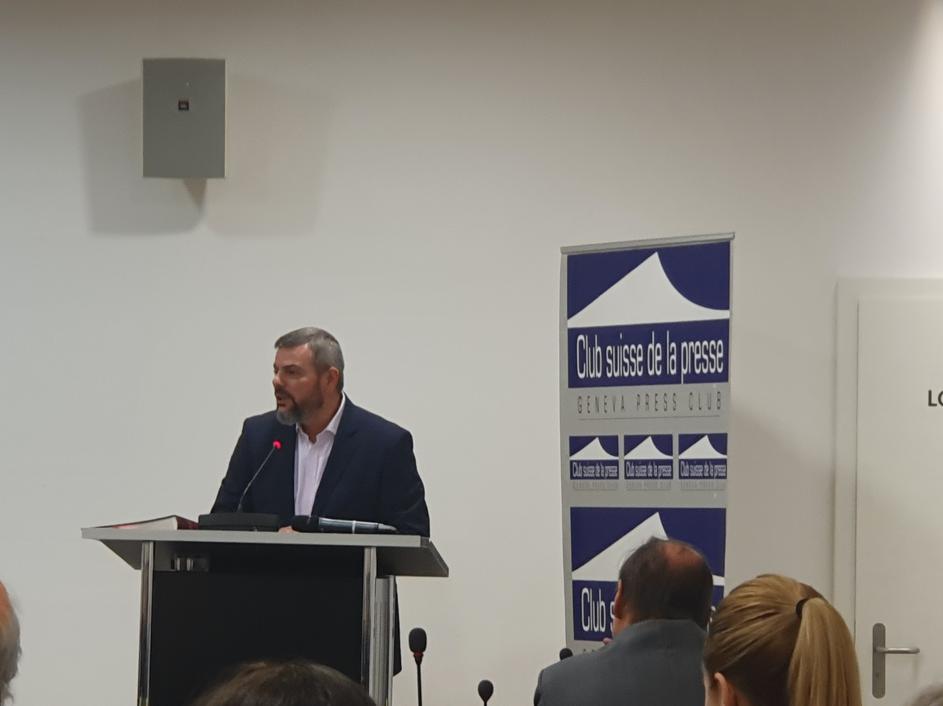 Pierre-Alain dard, lors de la présentation de Rhizome au public au club suisse de la presse le 25 novembre 2019