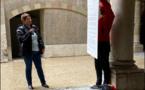 Les vendeurs et vendeuses manifestent contre l'élargissement des horaires de fermeture
